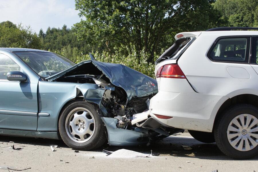 Mehrere Verletzte bei Unfall auf A4
