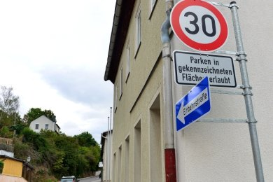 Die Ottendorfer Straße in Hainichen ist nun eine richtige Einbahnstraße, hier ist auch nur noch maximal Tempo 30 erlaubt.