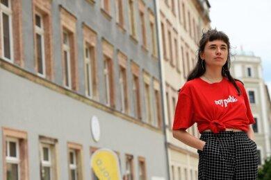 Anja Jurleit von der jungen Chemnitzer Band Power Plush, hier auf dem Brühl, freut sich auf den Auftritt auf der Schloßteichinsel.