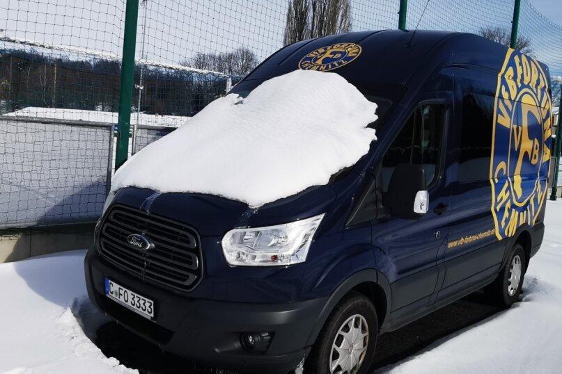 Der Sport im Winterschlaf: Beim VfB Fortuna stehen die Mannschaftsbusse seit Monaten still, auch der Fußballplatz an der Beyerstraße wurde schon ewig nicht mehr betreten. Wann es wieder losgehen darf, ist derzeit trotz sinkender Corona-Neuinfektionen völlig offen.