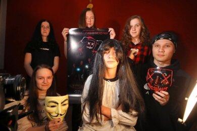 """Während ihres Projekts im Herbst drehten die Jugendlichen vom Jump-Team einen Horrorfilm und präsentierten ihn im """"Würfel""""."""