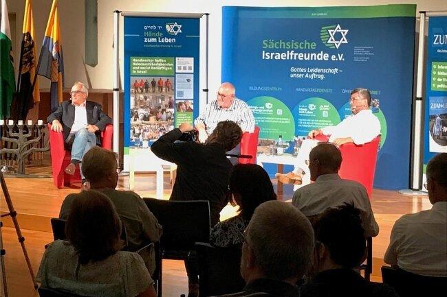 Diskutanten in Reichenbach: Ex-Strauß-Referent Godel Rosenberg, Moderator Wilfried Gotter und Journalist Roland Tichy (v.l.).