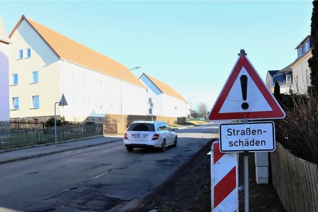 Anlieger und Kraftfahrer sind vom Zustand der Großwaltersdorfer Straße in Eppendorf genervt. Auf einem Abschnitt von rund 300 Metern reiht sich Schlagloch an Schlagloch.