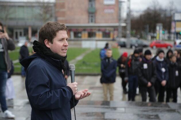 Der Juso-Vorsitzende Kevin Kühnert hat zu mehr Engagement gegen Rassismus in Chemnitz aufgerufen.