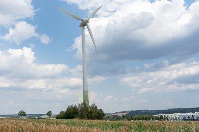 Seit 19 Jahren liefert die Anlage an der A 72 grünen Strom. Das Windrad könnte künftig als Ersatzteilspender dienen.