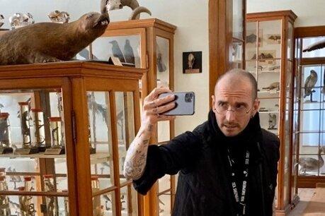 Dr. Mark Benecke im derzeit geschlossenen Naturalienkabinett in Waldenburg
