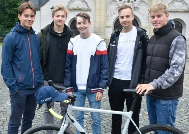 Diese fünf Vogtländer sind mit dem Rad nach Marseille gefahren und haben dabei 1450 Kilometer zurückgelegt: Bertram Knoche, Oleg Hänig, Elias Werner, Erik Goßler und Manuel Walz (von links).