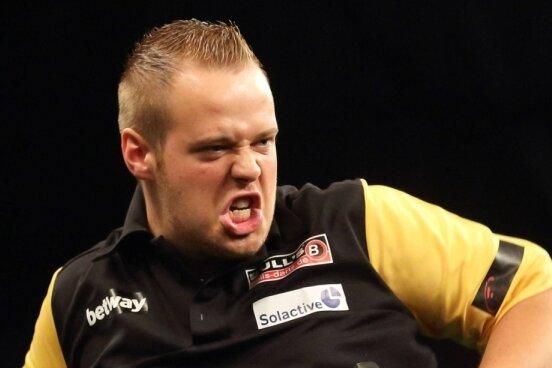 Max Hopp schreit seine Freude heraus. Emotionen gehören zum Dartssport wie die Scheibe.