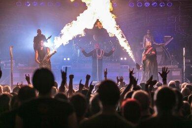 Die Rammstein-Tribute-Band Stahlzeit hat am Samstagabend das Tivoli in
