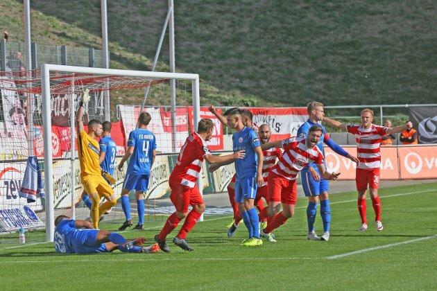 Ronny König (3. v. r.) traf gegen den FC Hansa Rostock doppelt, jeweils nach einer Ecke.