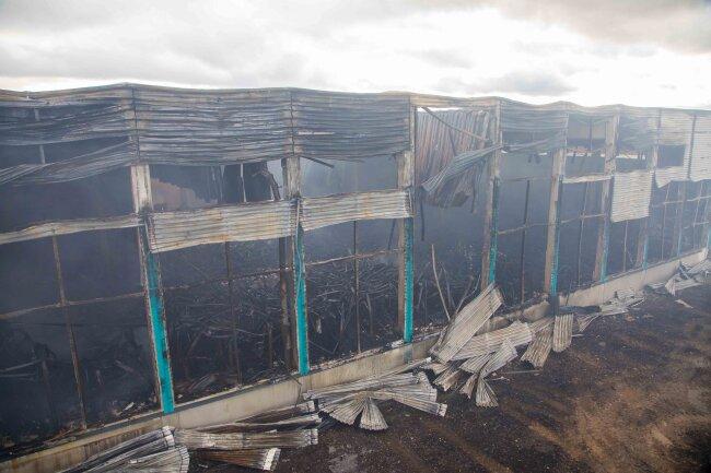 Die abgebrannte Lagerhalle ist einsturzgefährdet.