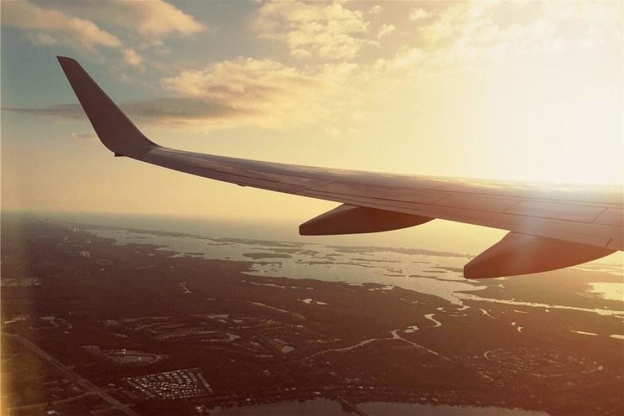 Ein seltener Anblick: Dieses Jahr bleiben viele Urlauber lieber im eigenen Land. Wenn sie jedoch wieder in Flieger steigen, stellt sich erneut das CO2-Problem. Durch die finanzielle Unterstützung von Klimaprojekten können Touristen etwas fürs Gewissen tun.