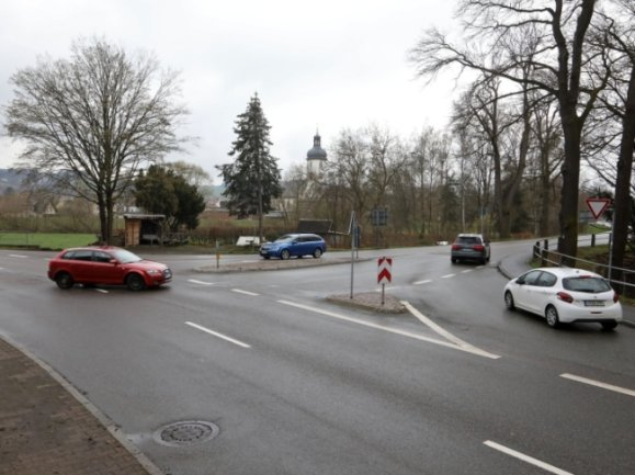 Über die Kreuzung an der Muldenbrücke in Waldenburg rollen täglich tausende Fahrzeuge.