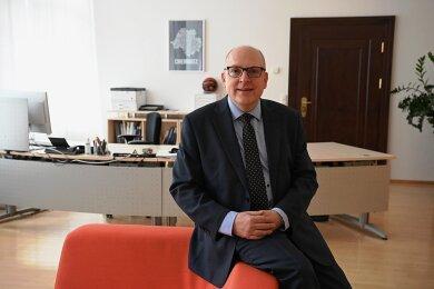 Der Chemnitzer Oberbürgermeister Sven Schulze in seinem Arbeitszimmer im Chemnitzer Rathaus. Foto: Andreas Seidel