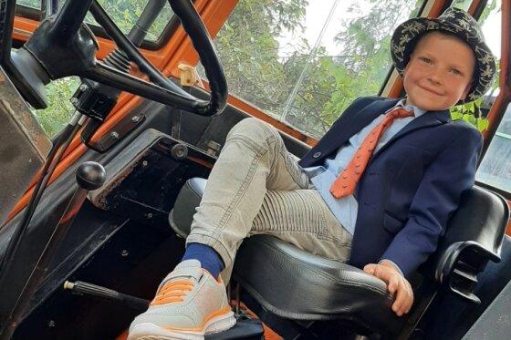 Traktor begeistert Schulanfänger