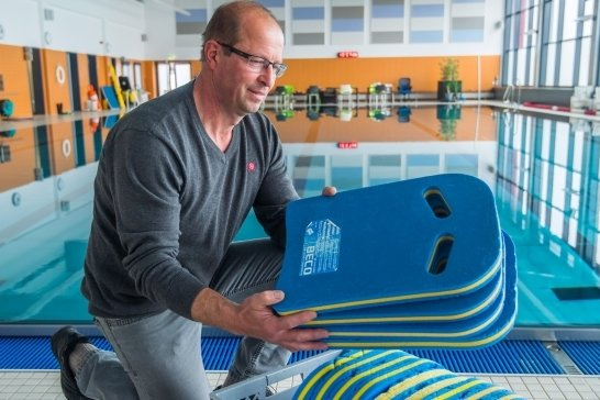 René Wunderlich, Leiter des Schwimmschulzentrums Aue und Schwarzenberg, will auch in der Auer Halle im Sommer die Nachhilfe für Nichtschwimmer anbieten.