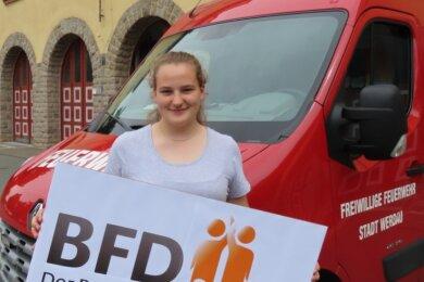 Annika Lindig absolviert ihren Bundesfreiwilligendienst bei der Feuerwehr in Werdau. Die 17-Jährige will Rettungssanitäterin werden.