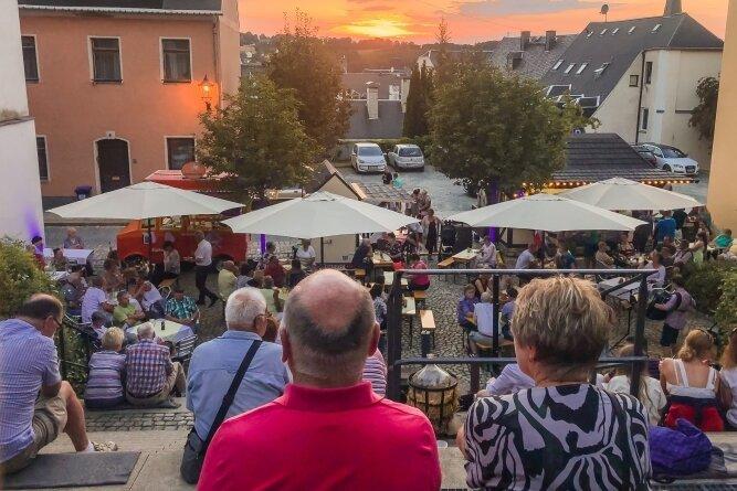 """""""Blaue Stunde"""" auf den Altstadtterrassen von Annaberg-Buchholz - die Veranstaltungsidee ist am Samstag gut angekommen."""