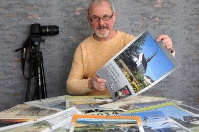 Peter Groß hat erneut einen Kalender mit Aufnahmen aus Dennheritz, Oberschindmaas und Niederschindmaas zusammengestellt. Der Vorsitzende des Heimatvereins und seine Mitstreiter füllten bereits 14 Kalender.