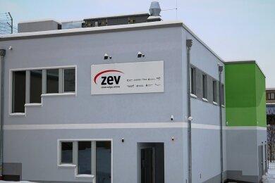 Noch wirkt die neue ZEV-Leitwarte relativ unscheinbar. Doch Graffitikünstler Tasso aus Meerane ist bereits mit der Fassadengestaltung beauftragt worden.