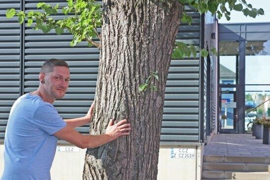 Der 39-Jährige schaute nicht weg, als sich an dieser Tür jemand zu schaffen machte - dafür wurde er hinterrücks angegriffen.