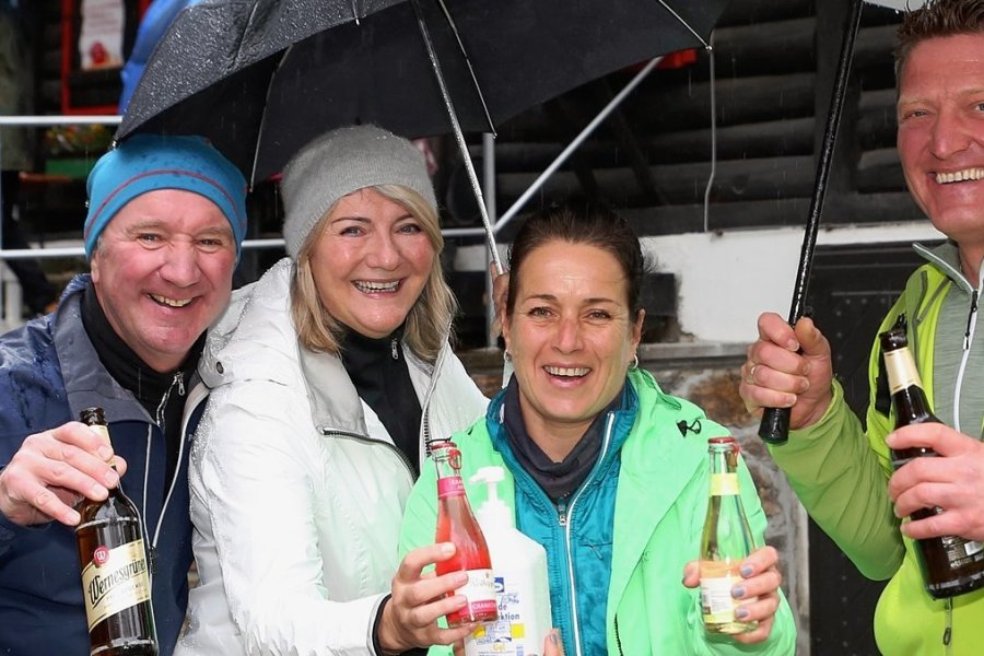 Uwe und Marion Grambow sowie Claudia und Andreas Dsaak (von links) waren sichtlich gut gelaunt. Sie waren in Waschleithe unterwegs. Die Personen auf dem Foto sind geimpft.