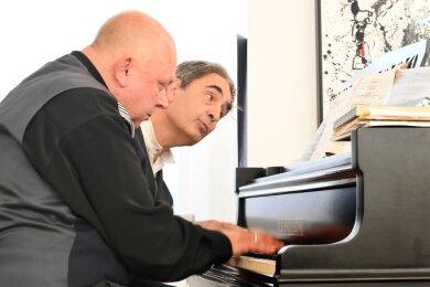 Klavier zu vier Händen - ein Konzert mit Thomas Benke (vorn) und Paul Gulda war am Sonntag im Neuberin-Museum zu erleben.