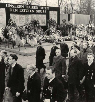 Trauerdemostration am 27. Februar 1960 für das Grubenunglück in Zwickau.