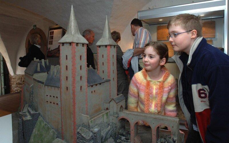 """<p class=""""artikelinhalt"""">In der Sonderausstellung """"1000 Jahre Schloss Rochlitz"""" können Besucher auch ein Modell des Schlosses von etwa 1940 bestaunen. </p>"""