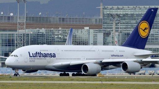 Angesichts der Auswirkungen des Erdbebens und des Tsunamis in Japan fliegt die Lufthansa den Flughafen von Tokio vorerst nicht mehr an. Auch deutsche Reiseveranstalter sagen Reisen nach Japan ab.(Archivfoto)