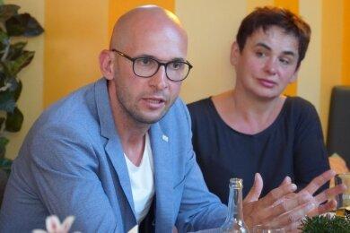 Der Geschäftsführer des Kreissportbundes, Michael Degenkolb, während eines Gespräches mit dem Ministerpräsidenten in Auerbach. Vertreter verschiedener Bereiche nahmen daran teil.