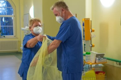Christian Pihl arbeitet seit Jahresbeginn als Pfleger auf der Covid-19-Station des Chemnitzer Krankenhauses.
