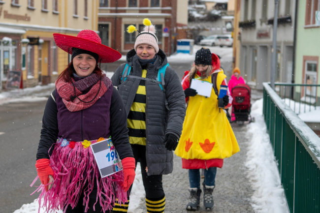 Lauf-Teilnehmer auf der Muldenbrücke in Penig.