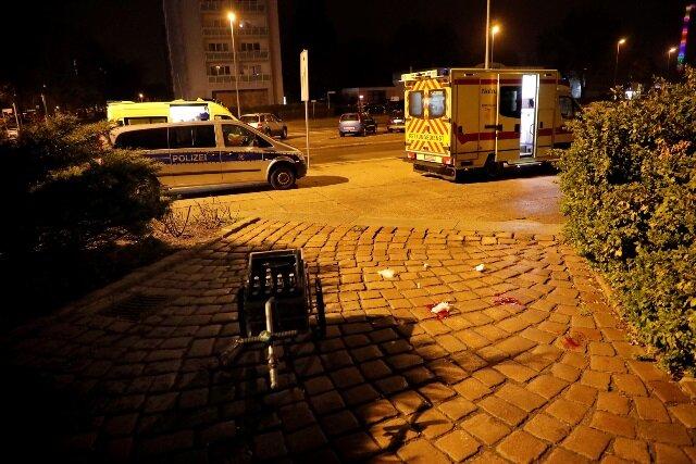 Polizei und Rettungsdienst waren auf der Theaterstraße im Einsatz.