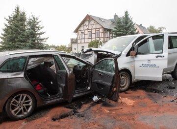 Ein schwerer Verkehrsunfall hat sich am Donnerstag gegen 15.55 Uhr auf der B 174 zwischen Großolbersdorf und der Kreuzung Heinzebank in Höhe der Halfterhäuser ereignet.