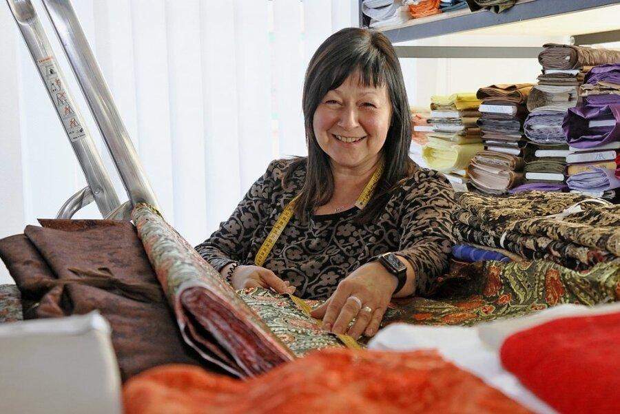 Der Joballtag von Obergewandmeisterin Dorit Naumann ist nicht immer nur kreativ. Er umfasst auch Arbeitseinteilung, Stoffe besorgen, Besprechungen oder Ausleihen organisieren.