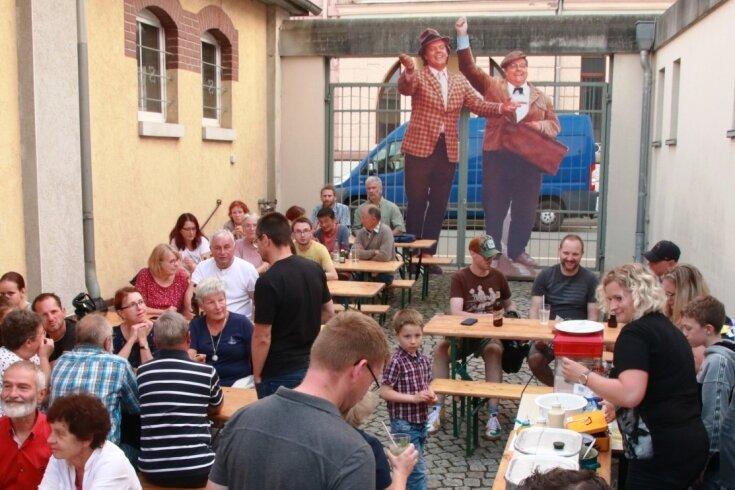 In Überlebensgröße überragten die Filmfiguren Benny und Kjeld, beides Mitglieder der legendären Olsenbande, die Zuschauer, die am Freitagabend in das Stadtmuseum Lengenfeld gekommen waren, um sich mit Hotdogs und Popcorn auf den Kinoabend einzustimmen.