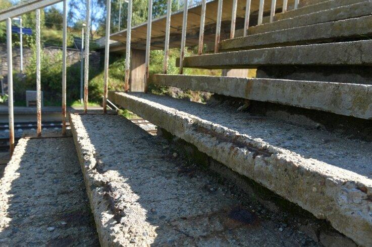 Am Haltepunkt Muldenhütten in Hilbersdorf wird die marode Fußgängerüberquerung ab Donnerstag gesperrt.