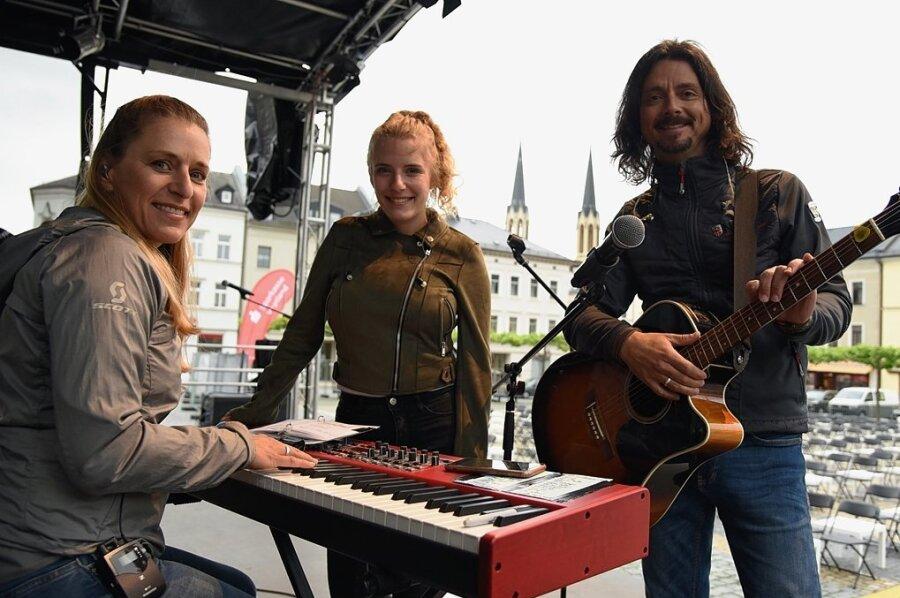 Stefanie Hertel in Oelsnitz: Ein Dankeschön-Abend für Corona-Helfer