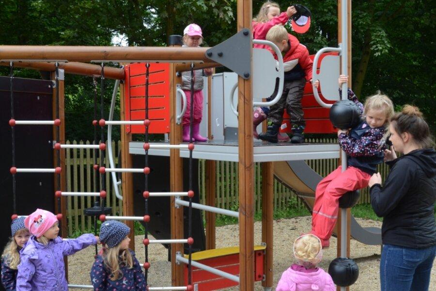 Kinder in Brunn freuen sich über neuen Spielplatz