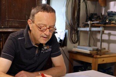 Der Künstler Andreas Schönhoff aus Niederschindmaas hat ein Stipendium vom Freistaat erhalten.