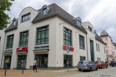 Seit 2004 betrieb AWG sein Modecenter am Neumarkt. Nun zieht Woolworth ein.