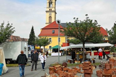 30 Händler hatten um die Kirche ihre Stände aufgebaut.