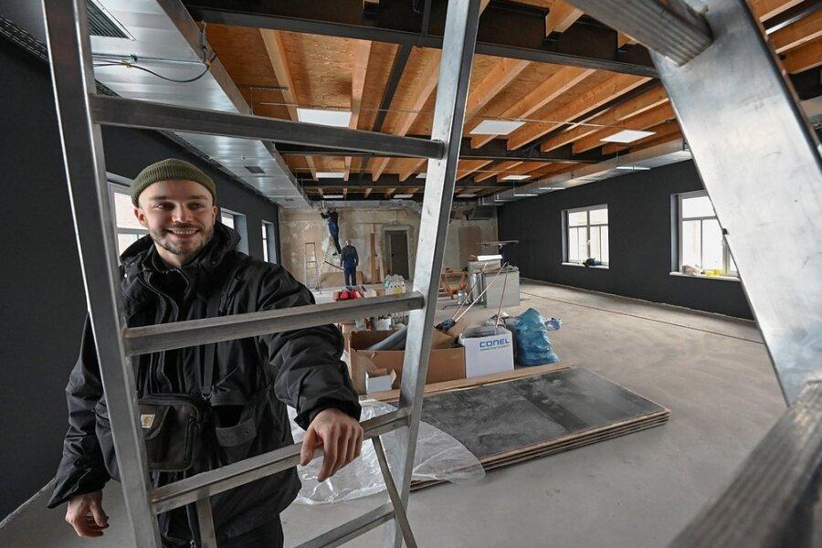 """Bald sollen hier Hip-Hop und Break zelebriert werden: Der Geschäftsführer des neuen Tanzstudios """"Room - Hip Hop Spot"""", David Neubert, freut sich bereits darauf, dass es im großen Saal so richtig losgeht."""