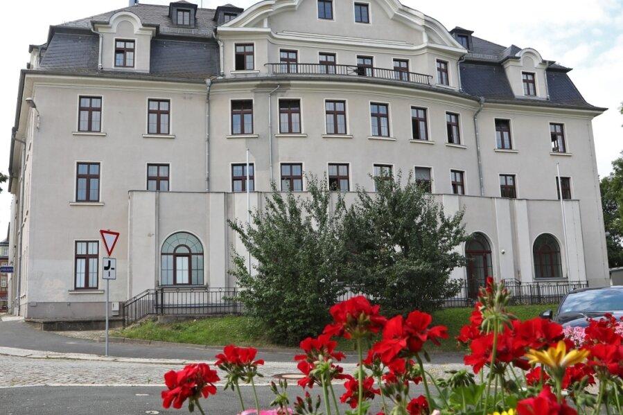 Das heutige Polizeirevier am Scherbergplatz in Glauchau war 1951 Volkspolizei-Kreisamt. Von dort wurde die überzogene Beschlagnahmeaktion gegen Rudolf Bär veranlasst und gesteuert.