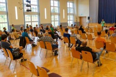 Rund 40 Sehmataler waren am Dienstagabend der Einladung zur Bürgerversammlung ins Turnerheim Cranzahl gefolgt.