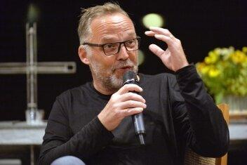 Dirk Neubauer bei seiner Lesung in der Petrikirche.