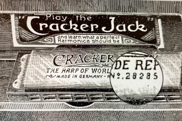 Cracker-Jack-Mundharmonika der Klingenthaler Firma F. A. Rauner aus dem Jahr 1897 für den australischen Markt.