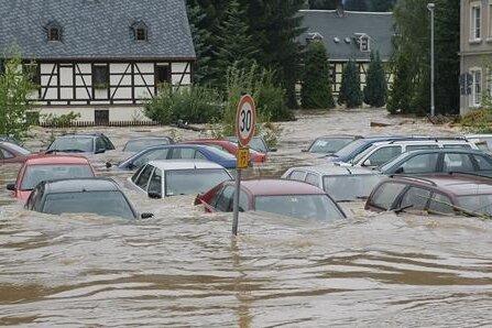 Dieser Parkplatz in Chemnitz stand komplett unter Wasser.