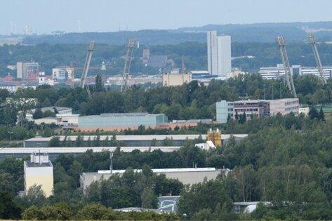 Blick vom Pfarrhübel auf Chemnitz mit Hotel Mercure, Rathaus und Schloßbergmuseum.